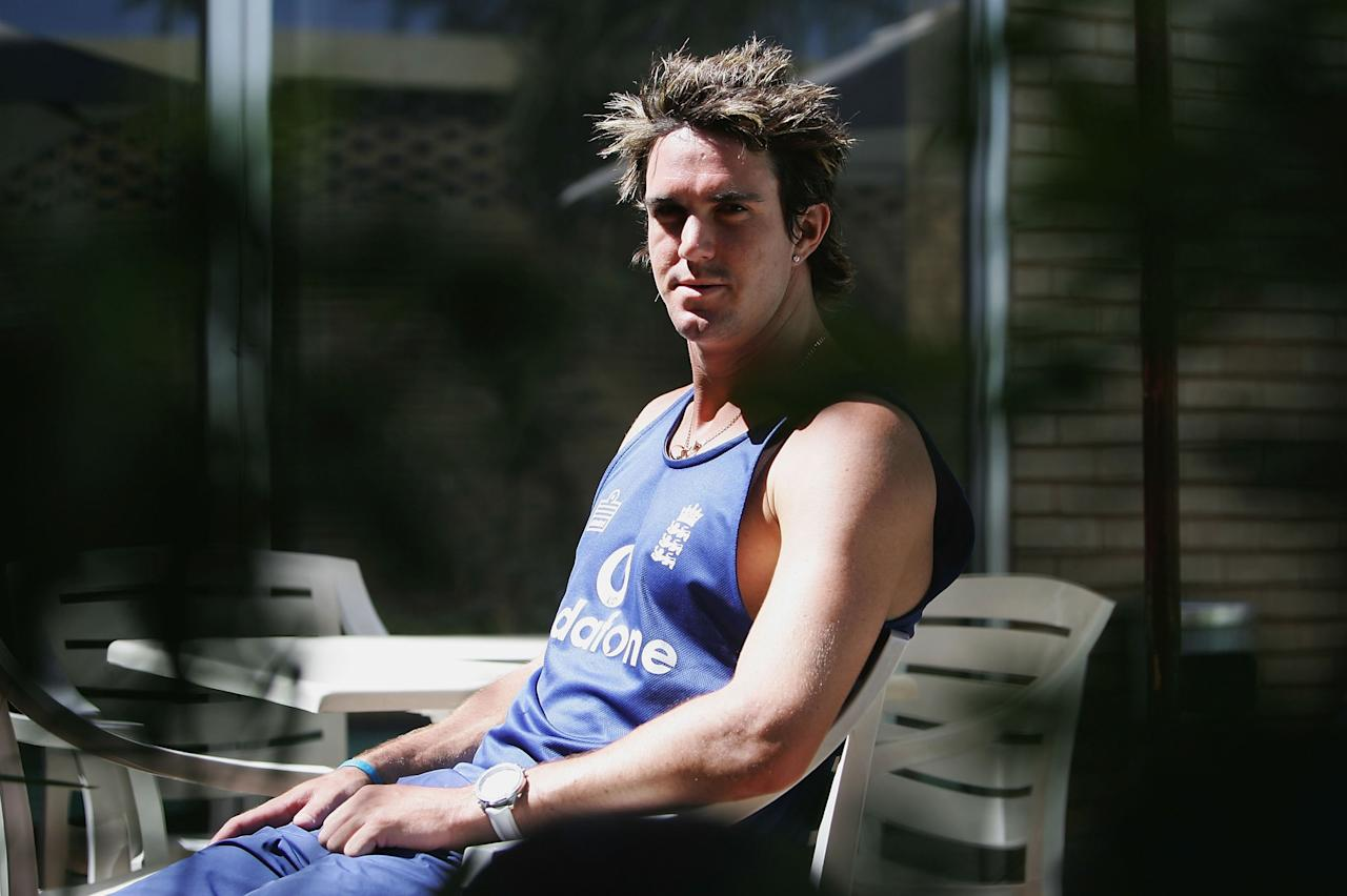KIMBERLEY, SOUTH AFRICA - JANUARY 27:  Kevin Pietersen of England relaxes by the pool on January 27 2005 at the Holiday Inn Gardens Court Hotel, Kimberley, South Africa.  (Photo by Tom Shaw/Getty Images)