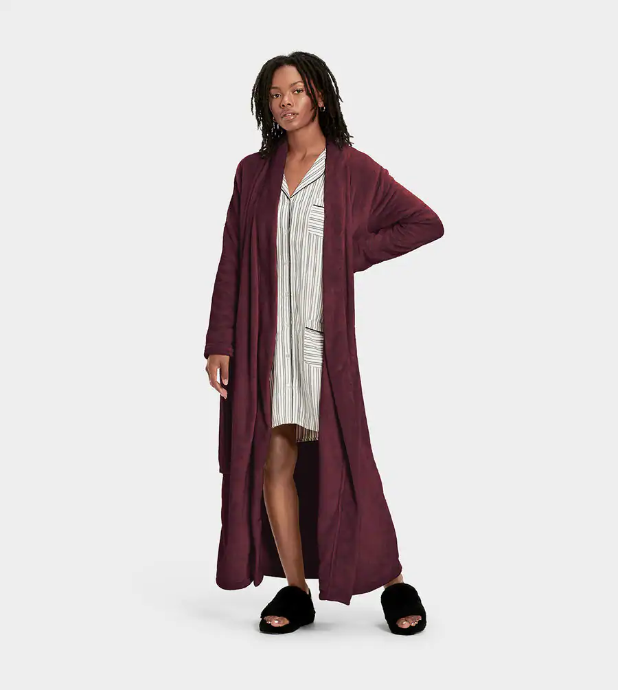 """<h2><a href=""""https://www.ugg.com/women-apparel-robes-sleepwear/marlow-robe/1099130.html"""" rel=""""nofollow noopener"""" target=""""_blank"""" data-ylk=""""slk:Ugg Marlow Robe"""" class=""""link rapid-noclick-resp"""">Ugg Marlow Robe</a></h2><br>This blanket-like robe from Ugg is super long and made for cuddling. According to one review it's """"the softest thing you'll ever own.""""<br><br><br><br><strong>Ugg</strong> Marlow Robe, $, available at <a href=""""https://go.skimresources.com/?id=30283X879131&url=https%3A%2F%2Fwww.ugg.com%2Fwomen-apparel-robes-sleepwear%2Fmarlow-robe%2F1099130.html"""" rel=""""nofollow noopener"""" target=""""_blank"""" data-ylk=""""slk:Ugg"""" class=""""link rapid-noclick-resp"""">Ugg</a>"""