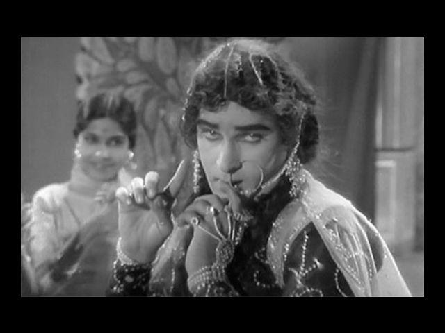 <b>9. Shammi Kapoor</b><br> The actor himself is hilarious to say the least – dress him up for a female role, and he is a riot! Shammi Kapoor does exactly that for a song sequence in the 1963 film 'Bluff Master'.