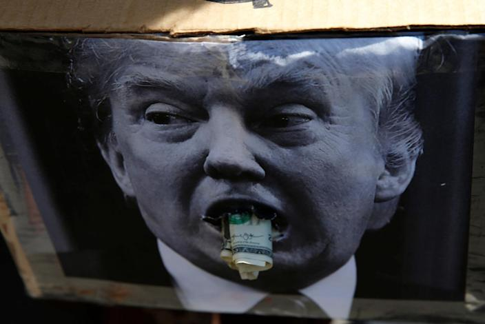 <p>A protester holds a photo of Republican U.S. presidential nominee Donald Trump during protests outside the Republican National Convention in Cleveland, Ohio, July 20, 2016. (Photo: Andrew Kelly/REUTERS)</p>
