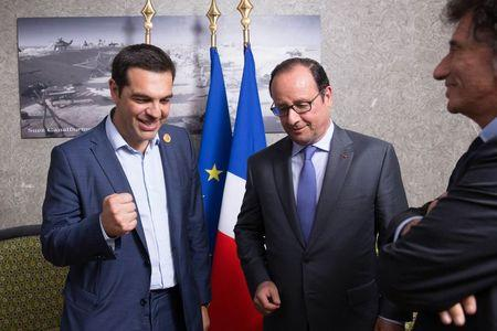 French President Francois Hollande (C), Greek Prime Minister Alexis Tsipras (L) and Jack Lang, head of the Institut du Monde Arabe (Arab World Institute), meet on the occasion of the inauguration of a new Suez Canal waterway, in Ismailia, Egypt, August 6, 2015. REUTERS/Philippe Wojazer