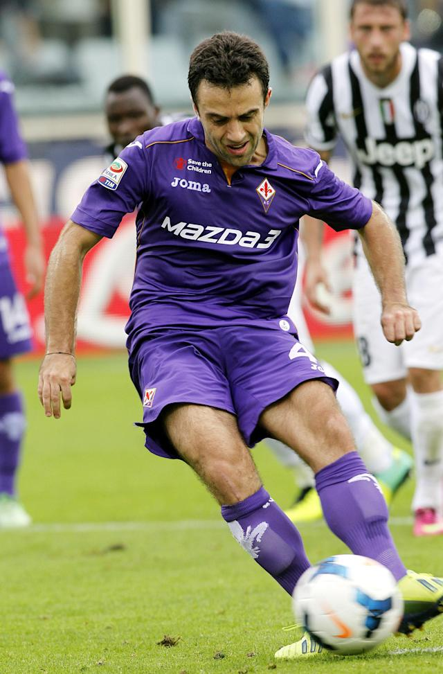 Fiorentina's Giuseppe Rossi scores on a penalty during a Serie A soccer match between Fiorentina and Juventus at the Artemio Franchi stadium in Florence, Italy, Sunday, Oct. 20, 2013. (AP Photo/Fabrizio Giovannozzi)