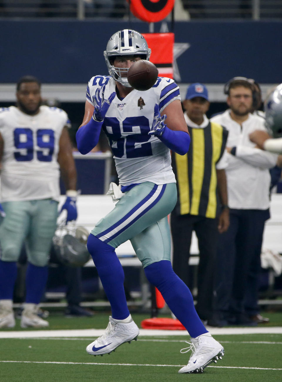 Dallas Cowboys tight end Jason Witten (82) reaches up to make a catch in the first half of a NFL football game against the New York Giants in Arlington, Texas, Sunday, Sept. 8, 2019. (AP Photo/Michael Ainsworth)