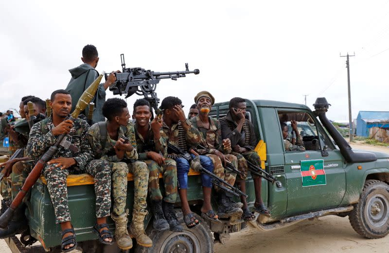 FILE PHOTO: Somali military opposition troops from Hawiye clan move to their barracks after reaching an agreement with the prime minister following clashes over the tenure of the president in Mogadishu