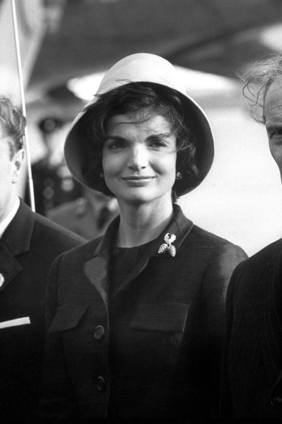 <p>Always the lady, here she is pictured wearing a Chez Ninon suit during a tour in Vienna in 1961. A contrasting hat and shimmering broach serve as standout accessories.</p>