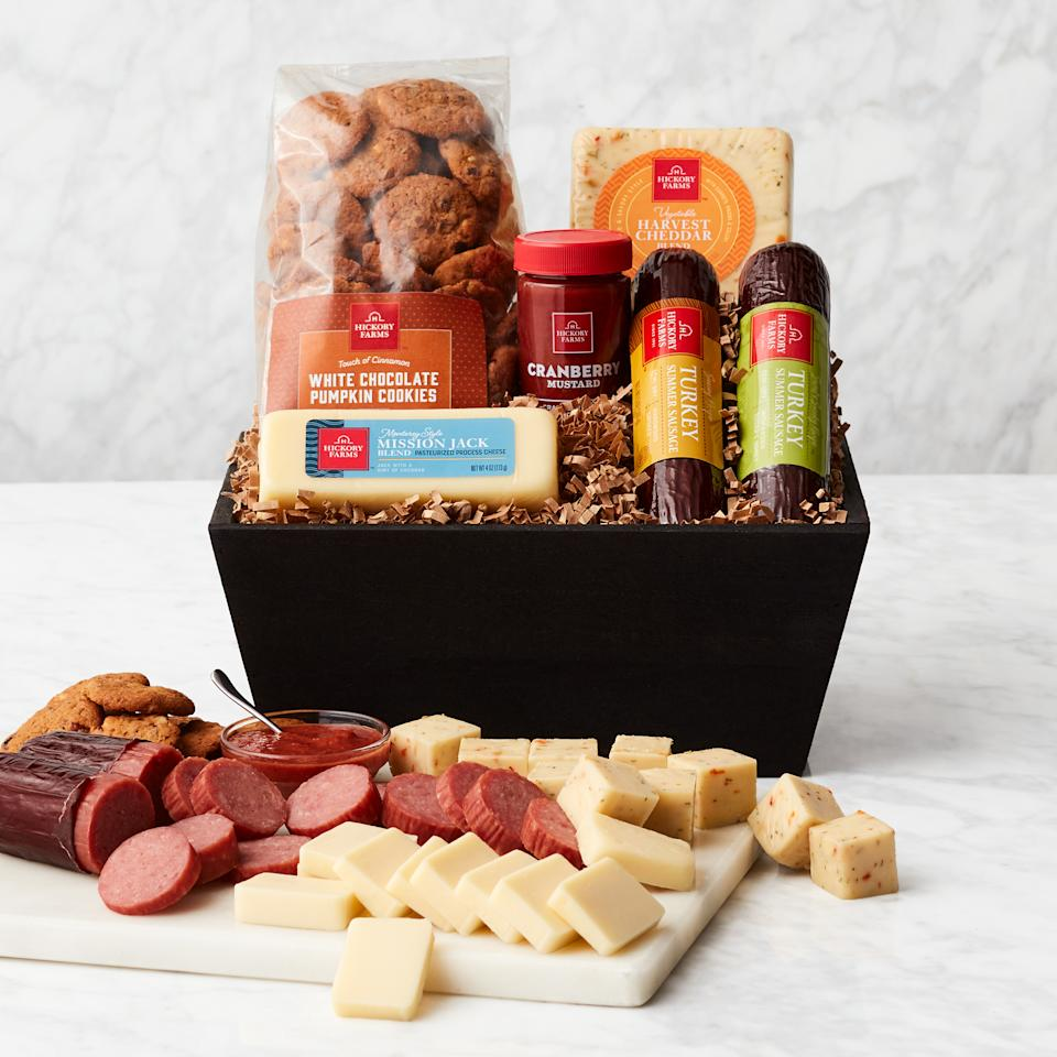 Harvest Flavors Gift Basket. Image via Hickory Farms.