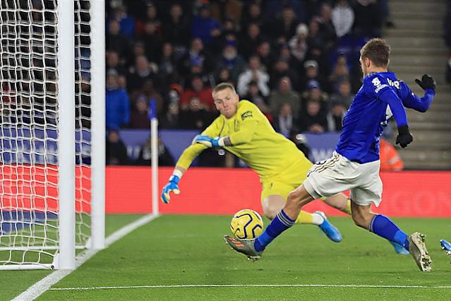 Jamie Vardy of Leicester City scores the equalising goal. (Credit: Getty Images)