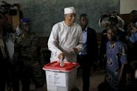 Lionel Zinsou, Benin's Prime Minister and presidential candidate, casts his vote during a presidential election at a polling station in Cotonou, Benin March 6, 2016. REUTERS/Akintunde Akinleye