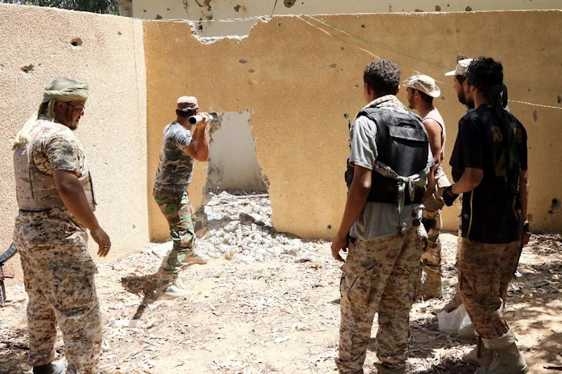 Forces loyal to Libya's UN-backed Government of National Accord break up a wall as they fight Islamic State jihadists holed up in a residential district of Sirte on August 14, 2016 (AFP Photo/Mahmud Turkia)