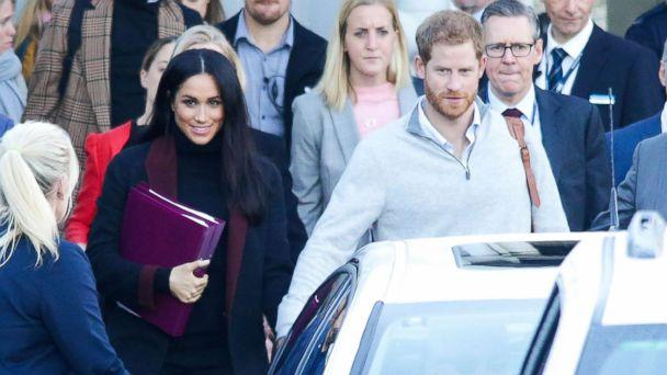 PHOTO: Meghan Markle and Prince Harry arrive at Sydney international airport ahead of the Invictus Games, Oct. 15, 2018. (MTRX/Backgrid)