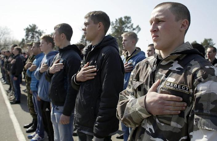 Ukrainian army recruits hold their hands over their hearts as the national anthem is played during a farewell ceremony in Kiev on April 16, 2015 (AFP Photo/Anatolii Stepanov)