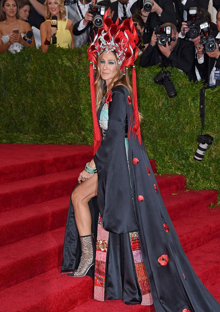 <p>SJP ushers cultural appropriation to the Met Gala's mainstage. <i>(Photo via Getty Images)</i> </p>