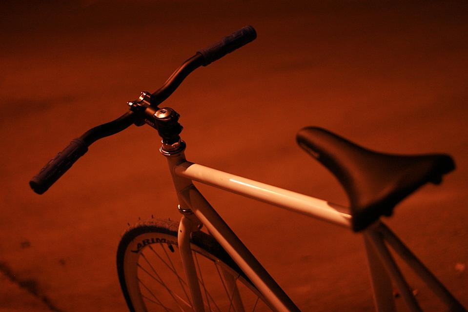 Night shot of a fixed gear bike