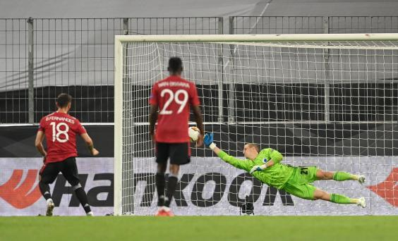 Fernandes scored from the spot once again on Monday night (Pool via Reuters)
