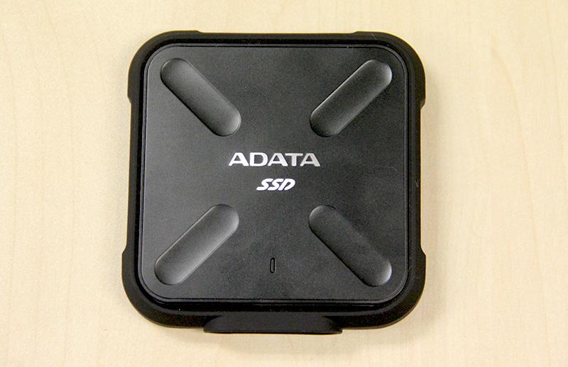 The ADATA SD700 features a square design and its metal chassis is protected by a ring of rubber.