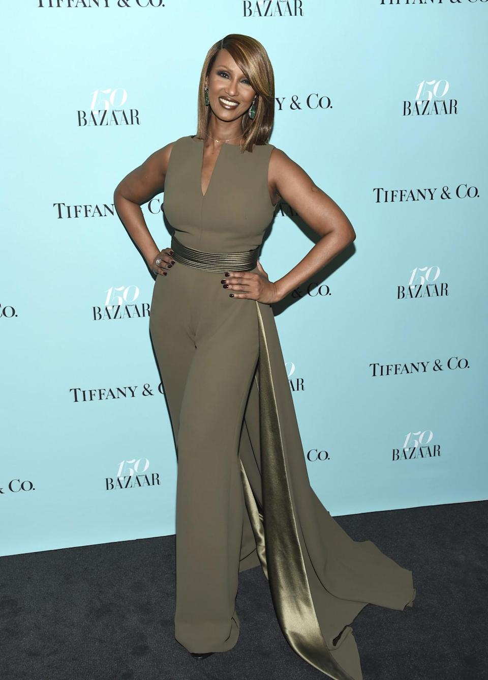 <p>The supermodel stunned in a caped khaki jumpsuit.<br> (Photo: AP) </p>