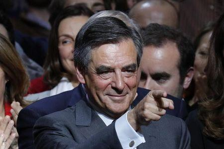 Francois Fillon, former French prime minister and member of Les Republicains political party, attends a rally as he campaigns in the second round for the French center-right presidential primary election in Paris, France, November 25, 2016.  REUTERS/Philippe Wojazer