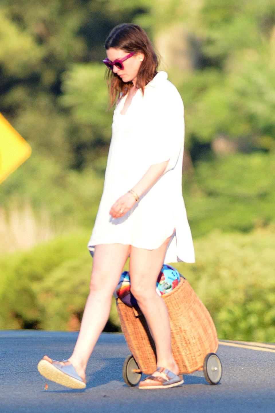 <p>Anne Hathaway leaves a beach in Connecticut over the weekend in a chic white ensemble.</p>