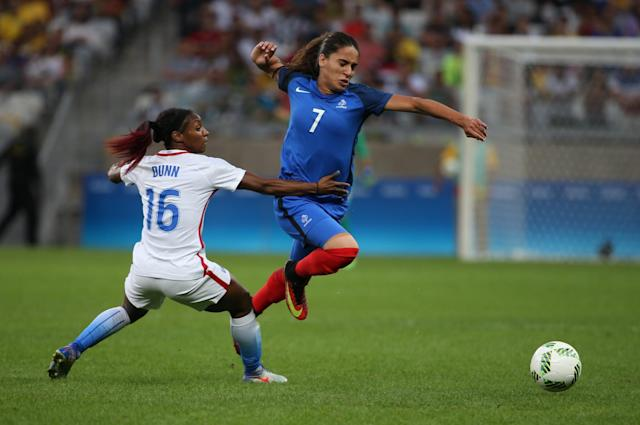 <p>France's Amel Majri, right, fights for the ball with United States's Crystal Dunn during a group G match of the women's Olympic football tournament between United States and France at the Mineirao stadium in Belo Horizonte, Brazil, Saturday, Aug. 6, 2016. (AP Photo/Eugenio Savio) </p>