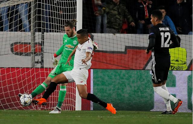 Soccer Football - Champions League Round of 16 First Leg - Sevilla vs Manchester United - Ramon Sanchez Pizjuan, Seville, Spain - February 21, 2018 Manchester United's David De Gea clears the ball under pressure from Sevilla's Luis Muriel REUTERS/Jon Nazca