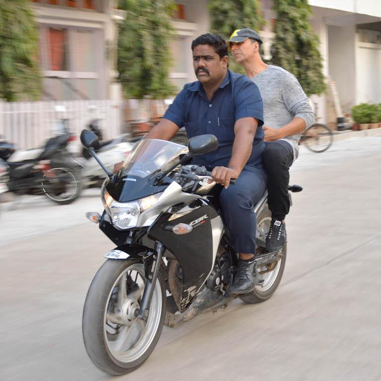 """Akshay seems to love his bodyguard like a member of his family. In this <a href=""""https://www.youtube.com/watch?v=aOJYxqEOCpU"""" rel=""""nofollow noopener"""" target=""""_blank"""" data-ylk=""""slk:video"""" class=""""link rapid-noclick-resp"""">video</a>, he's even seen celebrating his bodyguard's birthday on the sets of 'Housefull 4'."""