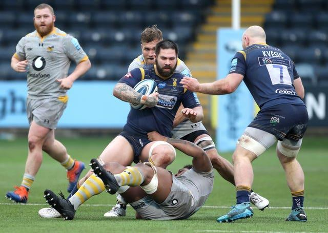 Cornell Du Preez, centre, in action for Worcester