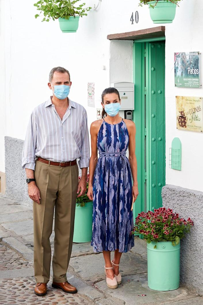 """<div class=""""inline-image__caption""""> <p>King Felipe VI of Spain and Queen Letizia of Spain are seen visiting the courtyards (patio in Spanish) in the old town on June 29, 2020 in Cordoba, Spain. </p> </div> <div class=""""inline-image__credit""""> Carlos R. Alvarez/Getty </div>"""