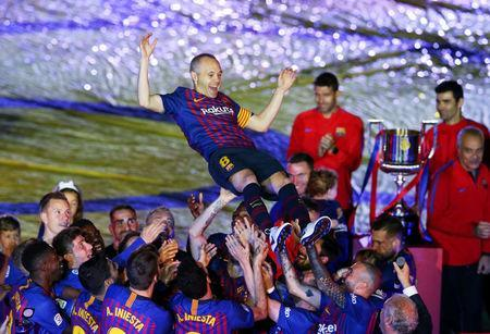 Soccer Football - La Liga Santander - FC Barcelona vs Real Sociedad - Camp Nou, Barcelona, Spain - May 20, 2018 Barcelona's Andres Iniesta and team mates celebrate after the match REUTERS/Albert Gea