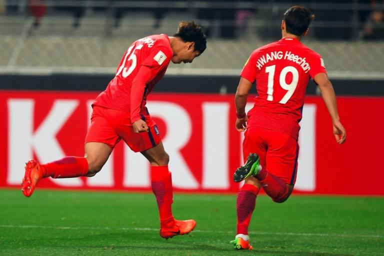 South Korea's Hong Jeong-Ho (left) celebrates his goal against Syria in a World Cup qualifier in Seoul on March 28, 2017