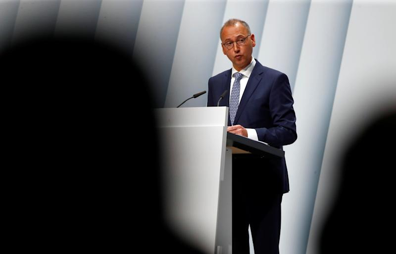 Werner Baumann, CEO of German pharmaceutical and chemical maker Bayer AG, speaks during the annual general shareholders meeting in Bonn, Germany, April 26, 2019. REUTERS/Wolfgang Rattay