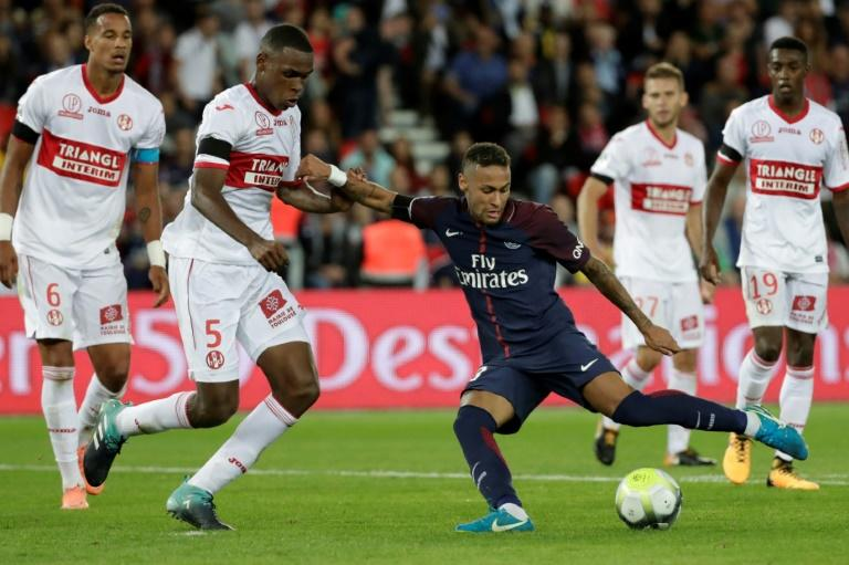 Paris Saint-Germain's forward Neymar (3rdR) kicks the ball and scores next to Toulouse's defender Issa Diop (L) in Paris on August 20, 2017