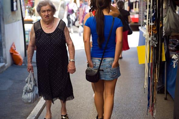 Italy. Tuscany. Colle di val d'Elsa. The weekly market. Old woman and young woman,girl.