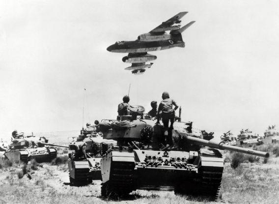 Israeli Sol Rs Sitting On Tanks In The Sinai Peninsula On The Israel Egypt Border On May 25 1967 The Six Day War In 1967 Saw Egypts Vaunted Airforce