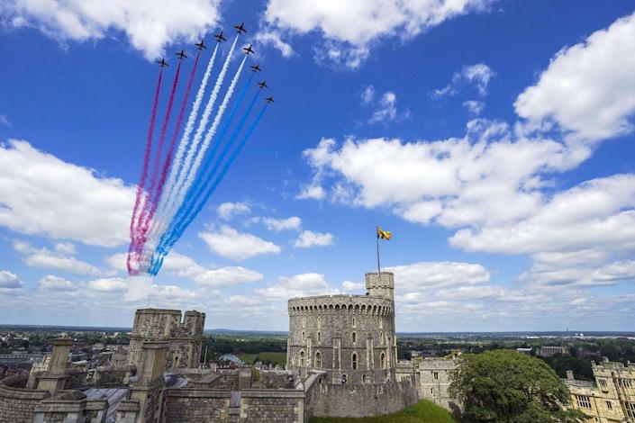 <p>The Red Arrows flew over the Quadrangle of Windsor Castle to mark the occasion. </p>