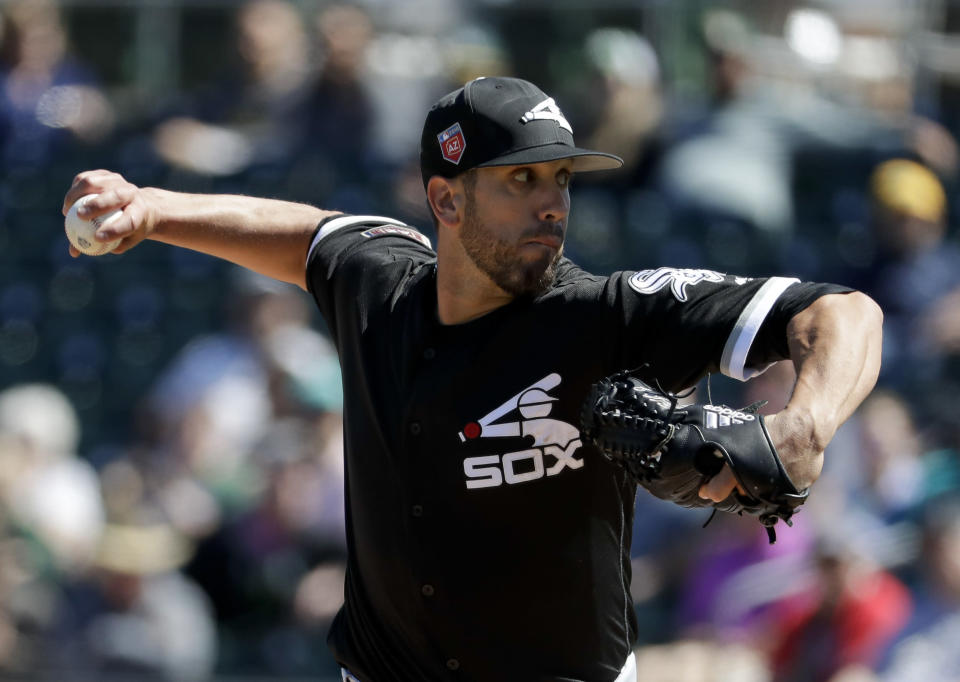 Chicago White Sox starting pitcher James Shields throws against the Oakland Athletics during the first inning of a spring baseball game in Mesa, Ariz., Sunday, March 18, 2018. (AP Photo/Chris Carlson)