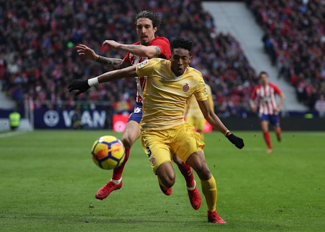 Soccer Football - La Liga Santander - Atletico Madrid vs Girona - Wanda Metropolitano, Madrid, Spain - January 20, 2018 Atletico Madrid's Sime Vrsaljko in action with Girona's Johan Mojica REUTERS/Sergio Perez