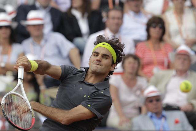 Roger Federer of Switzerland returns in his third round match against Nicolas Mahut of France at the French Open tennis tournament in Roland Garros stadium in Paris, Friday June 1, 2012. (AP Photo/Michel Spingler)