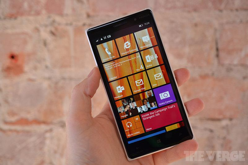Microsoft's Lumia 830 mixes old Nokia designs with a new PureView camera