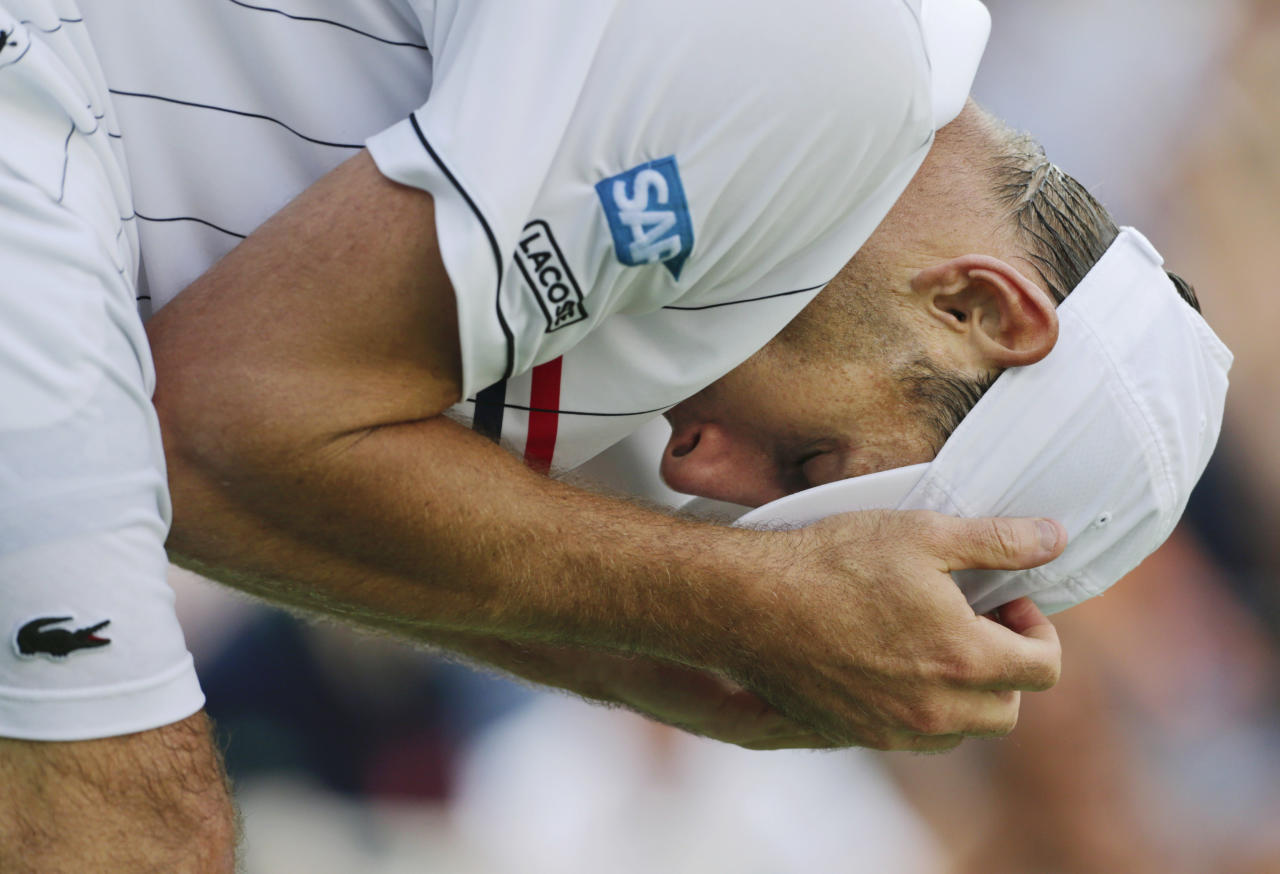 Andy Roddick reacts during his match with Argentina's Juan Martin Del Potro in the quarterfinals of the 2012 US Open tennis tournament, Wednesday, Sept. 5, 2012, in New York. (AP Photo/Charles Krupa)
