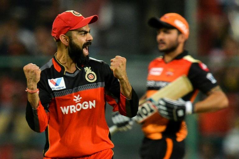 Virat Kohli (L) is hoping to lead Royal Challengers Bangalore to their first IPL title