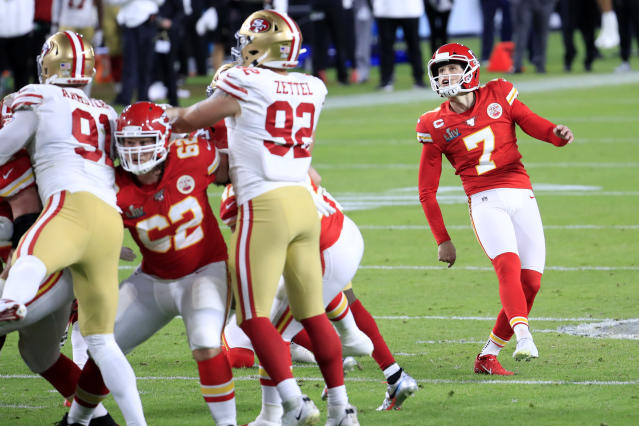 MIAMI, FLORIDA - FEBRUARY 02: Harrison Butker #7 of the Kansas City Chiefs kicks a 31-yard field goal against the San Francisco 49ers during the second quarter in Super Bowl LIV at Hard Rock Stadium on February 02, 2020 in Miami, Florida. (Photo by Andy Lyons/Getty Images)