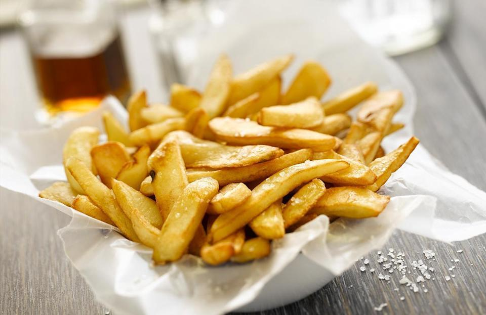 """<p>Burgers and french fries are an <a href=""""https://www.thedailymeal.com/eat/most-famous-best-fast-food-menu-items?referrer=yahoo&category=beauty_food&include_utm=1&utm_medium=referral&utm_source=yahoo&utm_campaign=feed"""" rel=""""nofollow noopener"""" target=""""_blank"""" data-ylk=""""slk:iconic fast food"""" class=""""link rapid-noclick-resp"""">iconic fast food</a> duo, but that doesn't mean a fresh batch of<a href=""""https://www.thedailymeal.com/recipes/best-french-fries-world-recipe?referrer=yahoo&category=beauty_food&include_utm=1&utm_medium=referral&utm_source=yahoo&utm_campaign=feed"""" rel=""""nofollow noopener"""" target=""""_blank"""" data-ylk=""""slk:delicious homemade, deep-fried potatoes"""" class=""""link rapid-noclick-resp""""> delicious homemade, deep-fried potatoes</a> will work in the yard. When french fries and other fried foods sit outside on the buffet table, they can get cold and soggy.</p>"""
