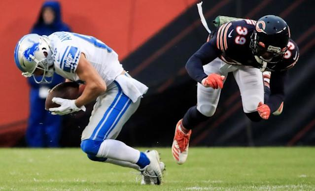 Detroit Lions wide receiver Danny Amendola (L) catches a pass as Chicago Bears free safety Eddie Jackson (R) misses making the tackle during the NFL game between the Detroit Lions and the Chicago Bears at Soldier Field in Chicago, Illinois, USA, 10 November 2019. The Bears won the game. EFE/EPA/TANNEN MAURY