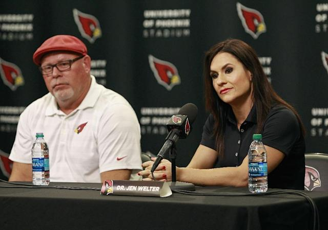 Jen Welter and Arizona Cardinals head coach Bruce Arians listen during a press conference where Welter was named an intern coach for the team on July 28, 2015 in Tempe, Arizona (AFP Photo/Ralph Freso)