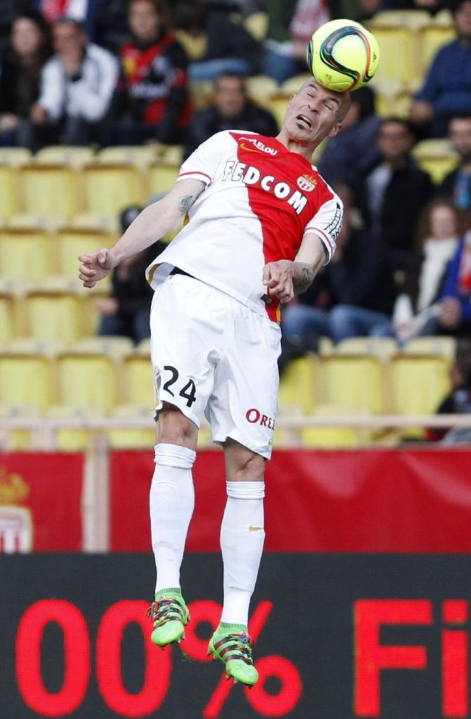 Monaco's defender Andrea Raggi heads the ball during the French L1 match Monaco vs Guingamp on April 30, 2016 (AFP Photo/Jean Chrostophe Magnenet)