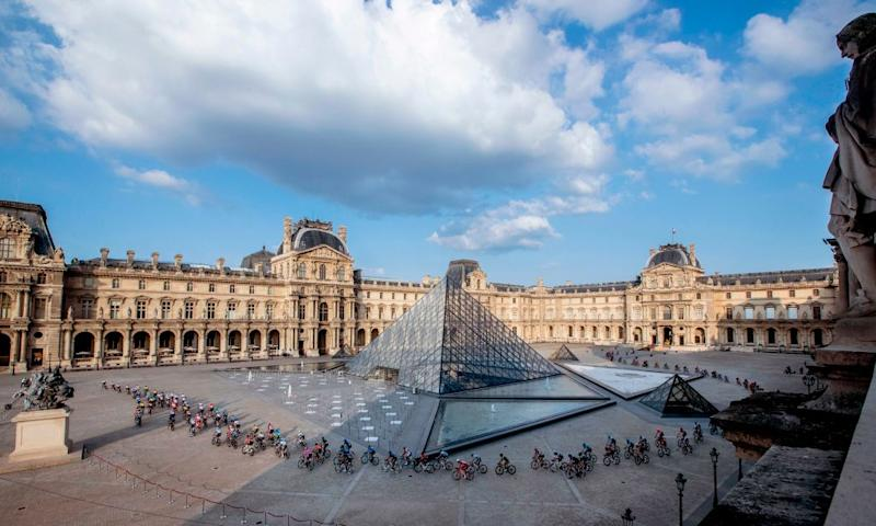 The pack rides in front of the Louvre pyramid and museum during the 21st and last stage of the 107th edition of the Tour de France cycling race 122 km between ManteslaJolie and Champs Elysees Paris on September 20 2020 Photo by YOAN VALAT POOL AFP RESTRICTED TO EDITORIAL USE MANDATORY MENTION OF THE ARTIST UPON PUBLICATION TO ILLUSTRATE THE EVENT AS SPECIFIED IN THE CAPTION Photo by YOAN VALATPOOLAFP via Getty Images