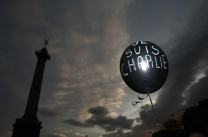 """A balloon reading """"Je suis Charlie"""" is held at Place de la Bastille during the Unity rally on January 11, 2015 in Paris (AFP Photo/Joel Saget)"""