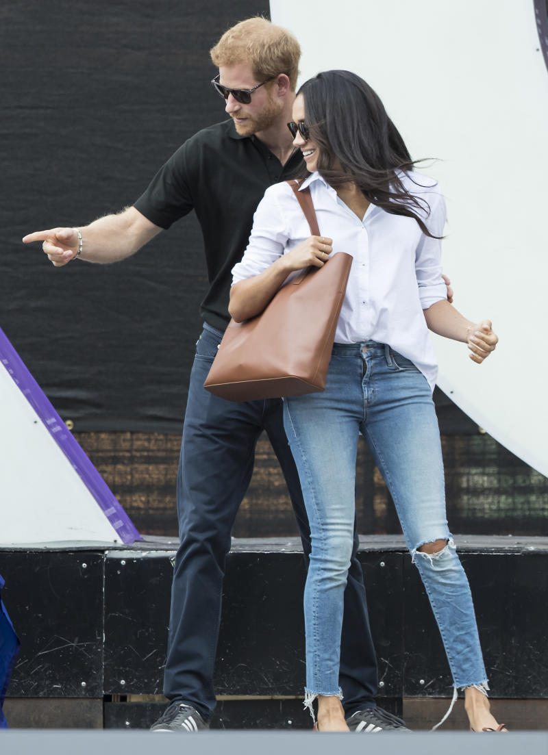 Meghan Markle with an Everlane tote bag with the 2017 Invictus Games in Toronto. [Photo: PA]