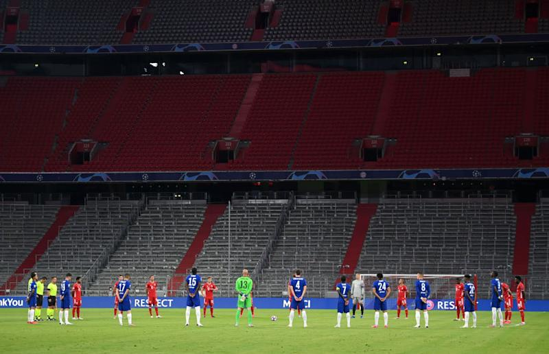 MUNICH, GERMANY - AUGUST 08: Players stand for a minutes silence to honor the victims of coronavirus ahead of the UEFA Champions League round of 16 second leg match between FC Bayern Muenchen and Chelsea FC at Allianz Arena on August 08, 2020 in Munich, Germany. (Photo by Matthias Hangst/Getty Images)