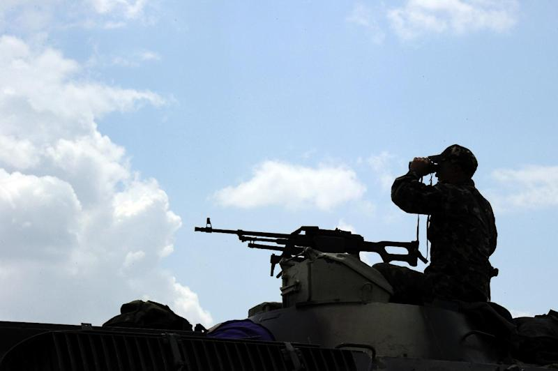 Ukrainian government troops take up a position some 20kms south of Donetsk, eastern Ukraine, on July 10, 2014